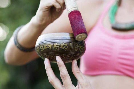 Cómo sanar los chakras con los cuencos tibetanos