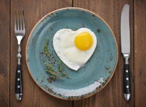 ¿La alergia al huevo se puede curar?