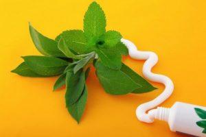 4 dentífricos caseros y naturales, descubre cómo prepararlos