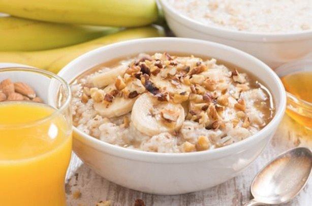 desayuno-miel-leche-almendras-y-muesli