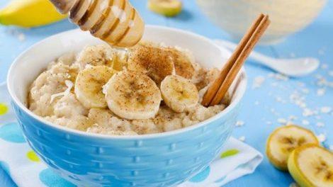 Cómo hacer un delicios desayuno nutritivo con avena