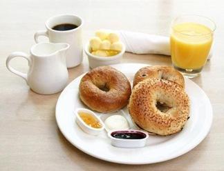 Tomar un desayuno nutritivo