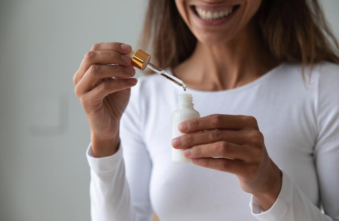 Principales diferencias entre el sérum y la crema hidratante