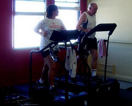 Practicar ejercicio físico en casa