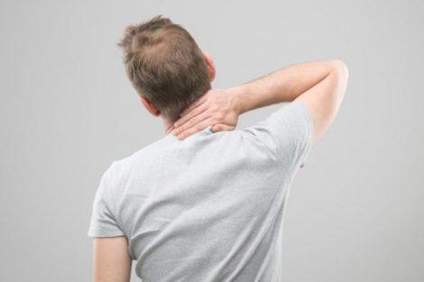 4 ejercicios ideales para aliviar los dolores cervicales