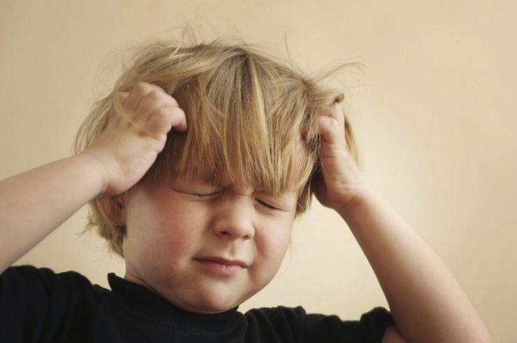 Cómo acabar con las liendres del pelo del niño