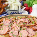 Cómo hacer una ensalada alemana de salchichas (Schwäbische Wurstsalat)
