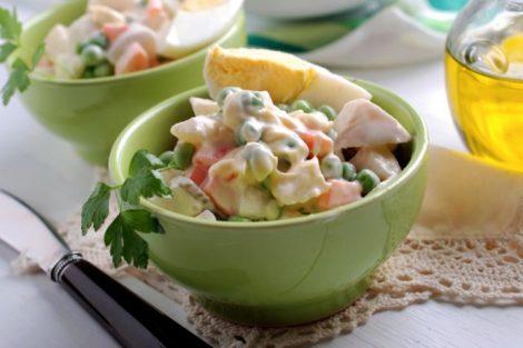 Ensaladilla rusa baja en calorías: receta ligera para el verano