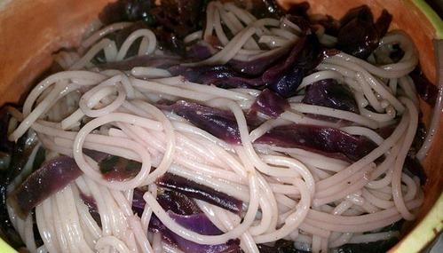 espaguetis-uvas-pasas