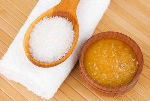 Cómo utilizar la sal marina como exfoliante natural