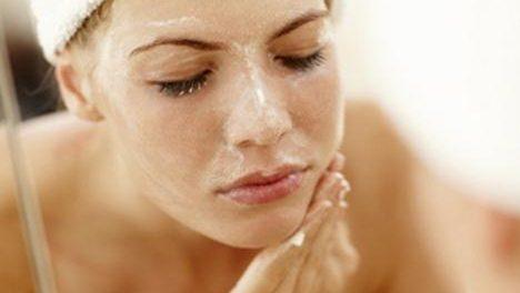 Exfoliar la piel: cómo hacerlo correctamente