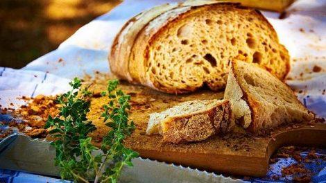 El pan integral es rico en fibra no soluble