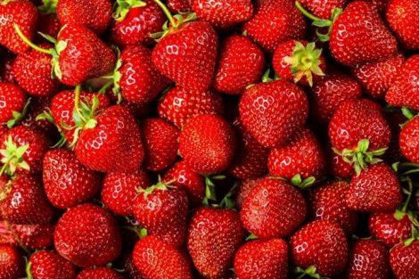 Otoño: temporada de fresas, propiedades y su efecto en la piel