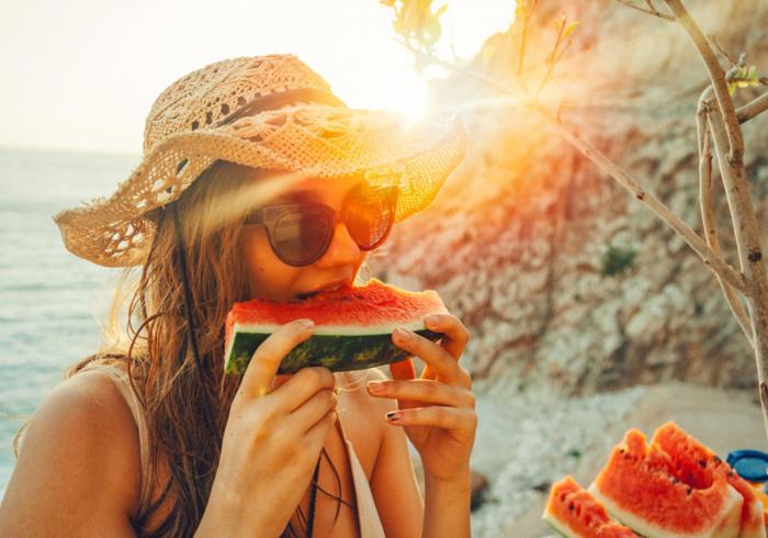 Comer fruta en verano