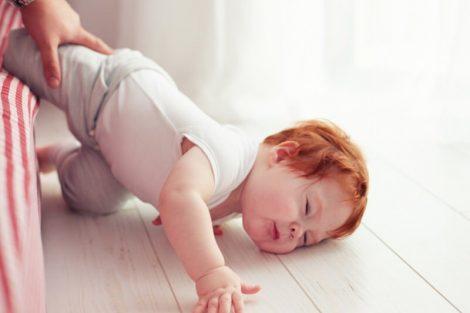 ¿Qué hacer si el bebé o niño pequeño se da un golpe en la cabeza?