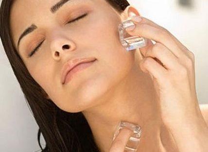 Cómo mejorar y refrescar la piel con cubitos de hielo