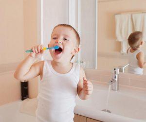 Los dientes del niño: cuándo comenzar a limpiarlos y cómo hacerlo