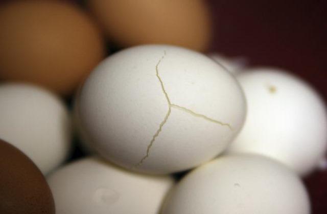 Grietas en la cáscara del huevo