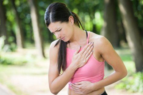El infarto en la mujer: síntomas de alarma, causas y prevención