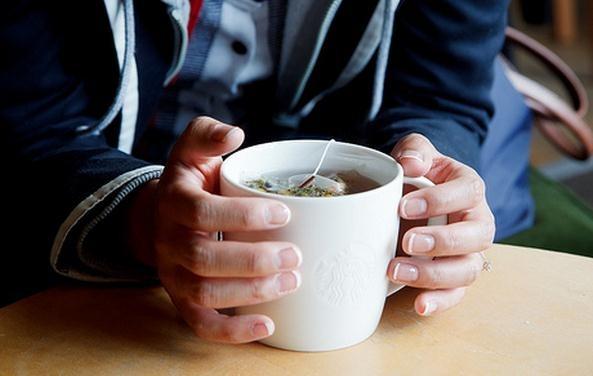 Infusión de manzanilla para calmar la acidez