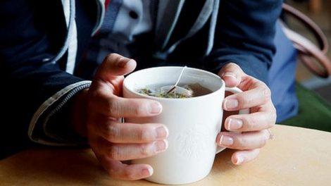 La infusión de manzanilla ayuda a curar la acidez
