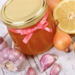 Jarabe de cebolla, ajo, miel y limón: receta y beneficios