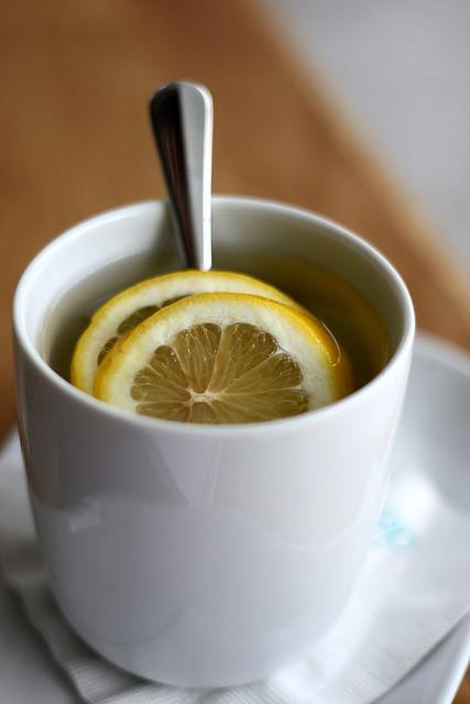 El jarabe de miel y limón es ideal en casos de gripes y resfriados