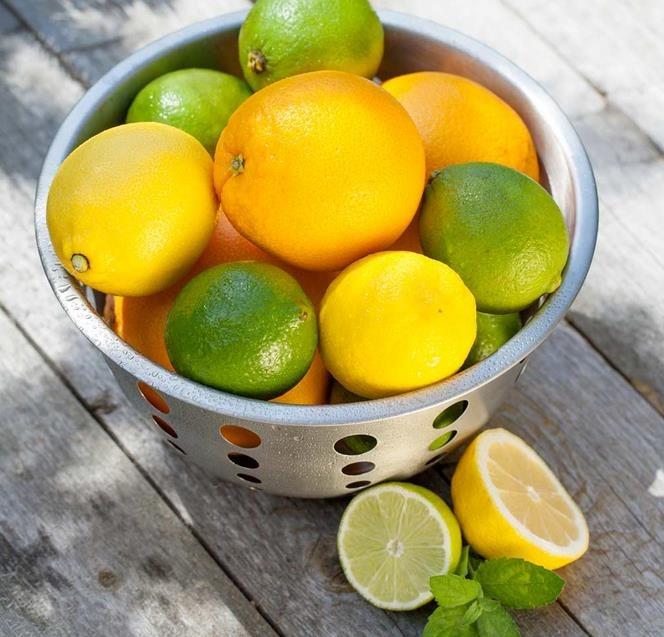 jugo-de-lima-limon-y-naranja
