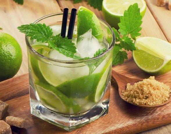 jugo-de-limon-con-menta