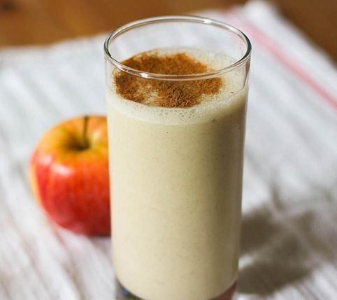 Jugo de manzana con clavo de olor