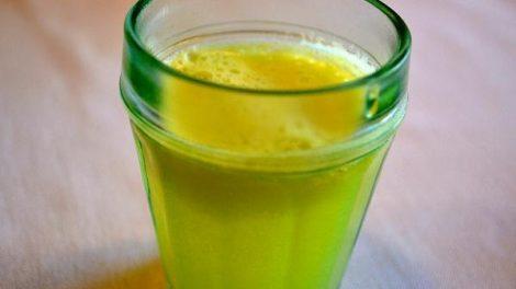 Receta para hacer un jugo de manzana, jengibre y limón