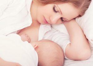 Los beneficios de la leche materna para el bebé y la mamá