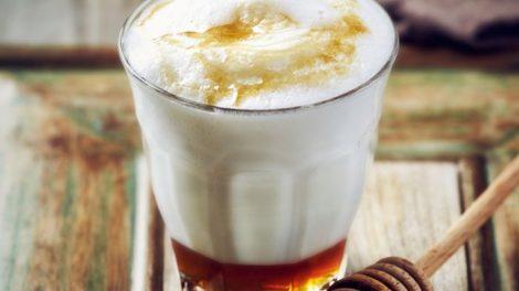 leche-caliente-con-miel-garganta