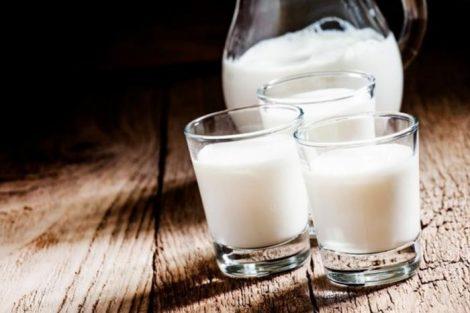 Leche de cabra: beneficios y propiedades de un lácteo muy completo