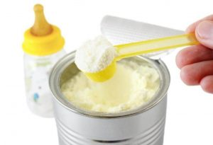 Cuánta cantidad de leche en polvo poner al biberón