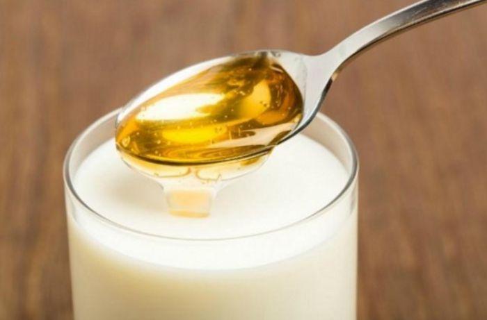 leche-y-miel-para-la-garganta