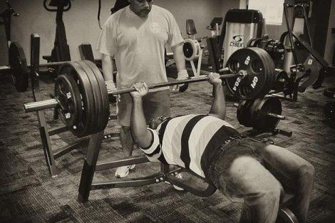 ¿Puedo levantar pesas con una hernia inguinal o umbilical?
