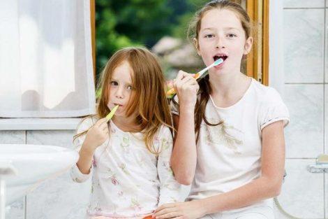 Los dientes de leche del niño: cómo limpiarlos y cuidarlos adecuadamente