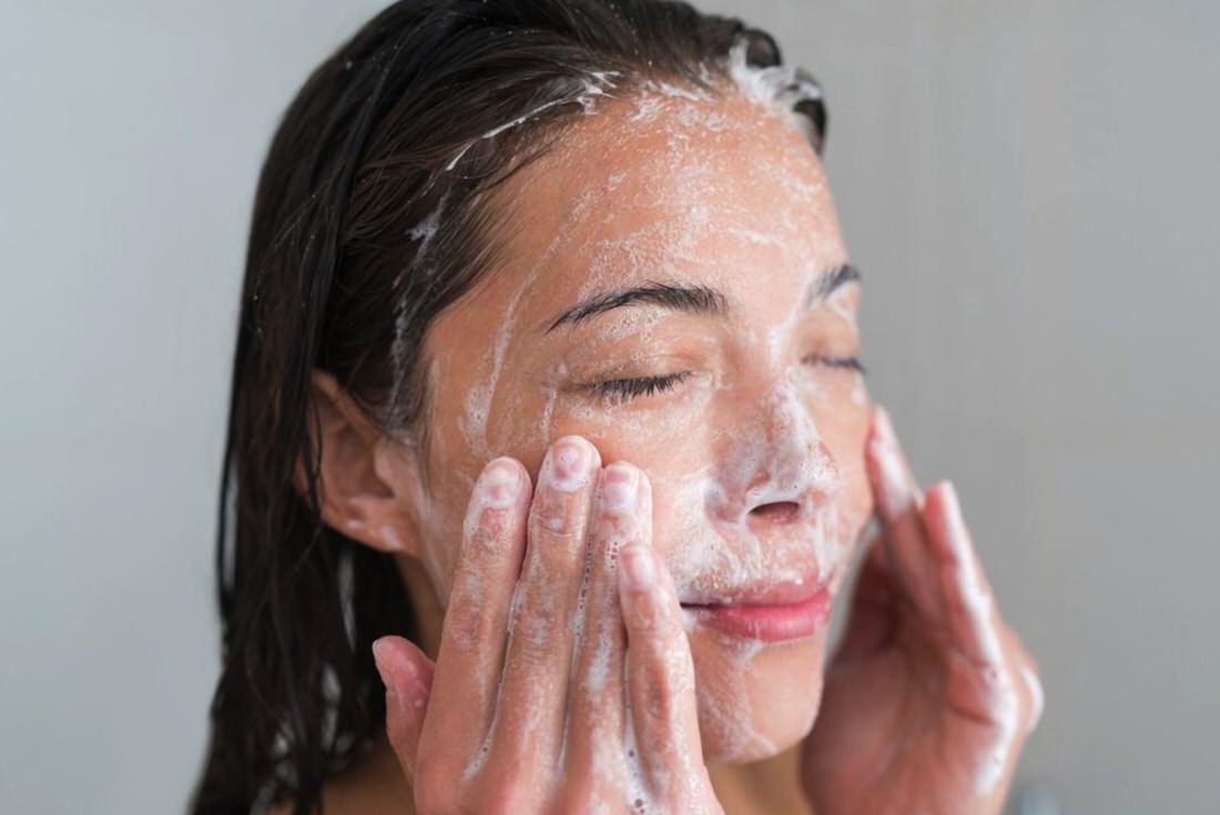 Cómo limpiarte el rostro doblemente