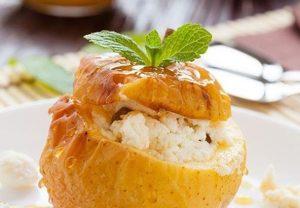Requesón con manzanas horneadas: postre saludable y nutritivo