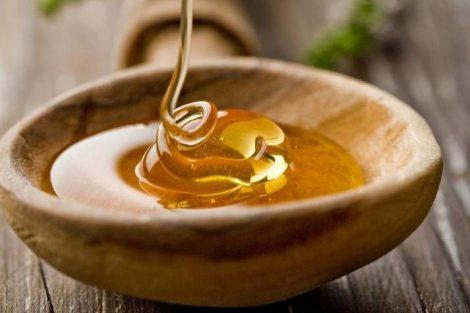 Cómo hacer una mascarilla de miel para exfoliar la piel