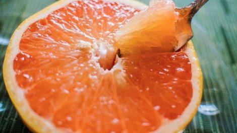 Receta de belleza de mascarilla exfoliante de pomelo