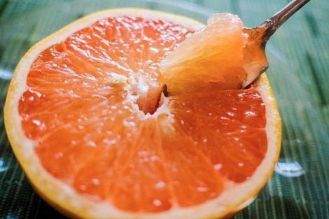 Cómo hacer una mascarilla de pomelo exfoliante