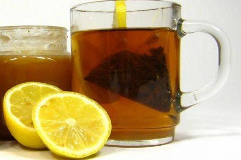 Cómo hacer miel y limón como remedio para la garganta