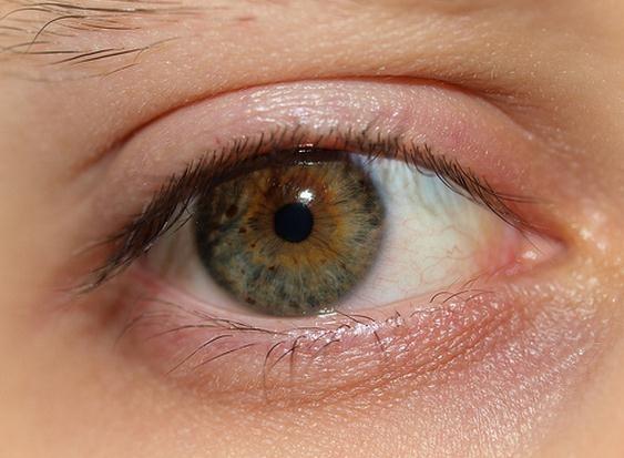 Cómo evitar los ojos secos en personas que trabajan con el ordenador