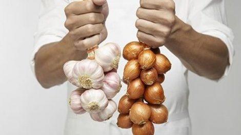 Consejos para reducir el mal olor del ajo y la cebolla en las manos