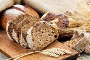 Pan de centeno: beneficios y 2 recetas para hacerlo en casa