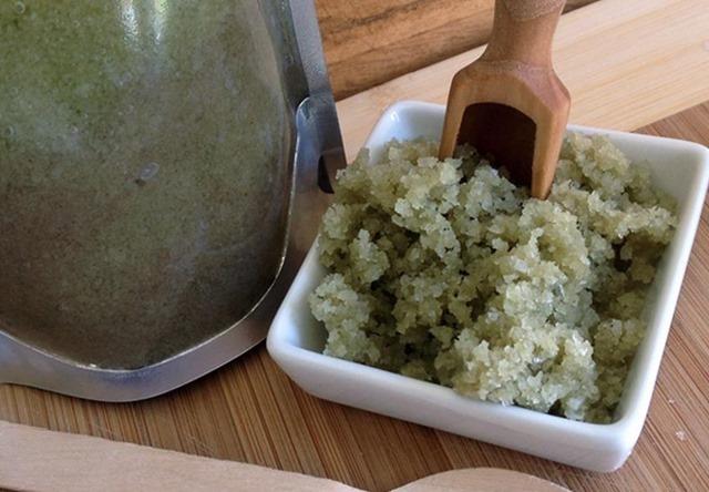 Receta de belleza para hacer un peeling de sal marina con arcilla verde