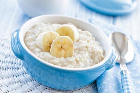 Cómo hacer porridge de avena y frutas