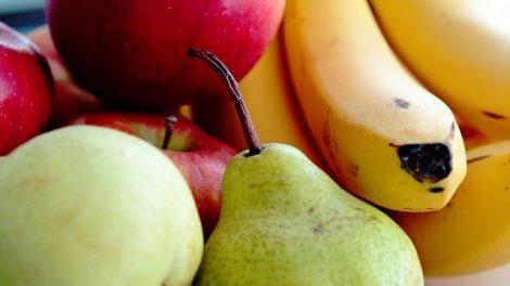Pera, manzana y plátano: ideales como primeras frutas del bebé